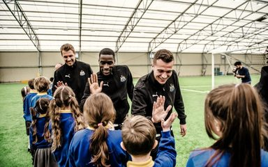 Blaydon West Primary meets NUFC –  Advert. Children meet Rafa…